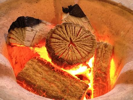 能勢菊炭と火鉢で癒し、リラクゼーション空間を演出