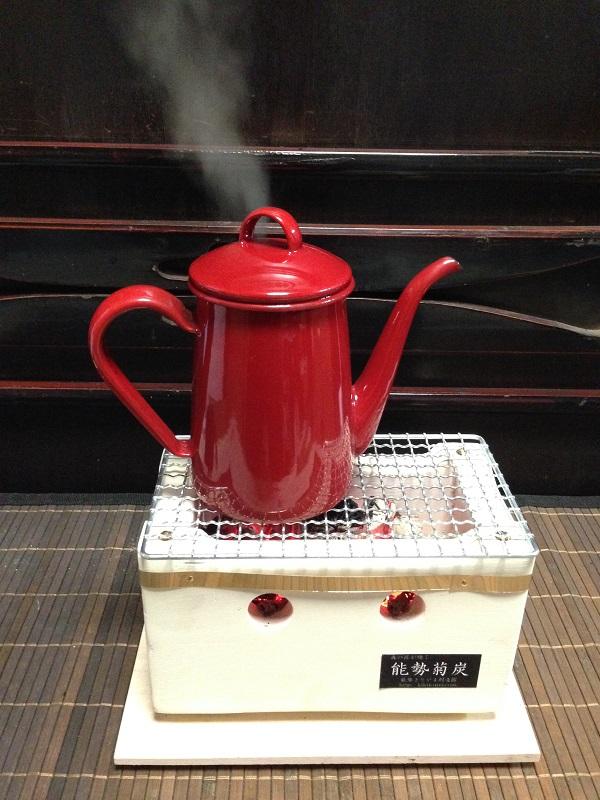菊炭焜炉の湯沸し